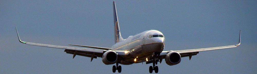 Un avions en phase d'atterrissage