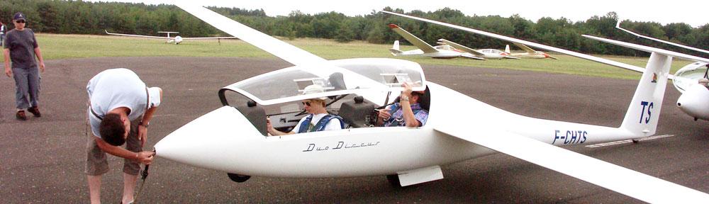 Un planeur DuoDiscus sur le point de partir