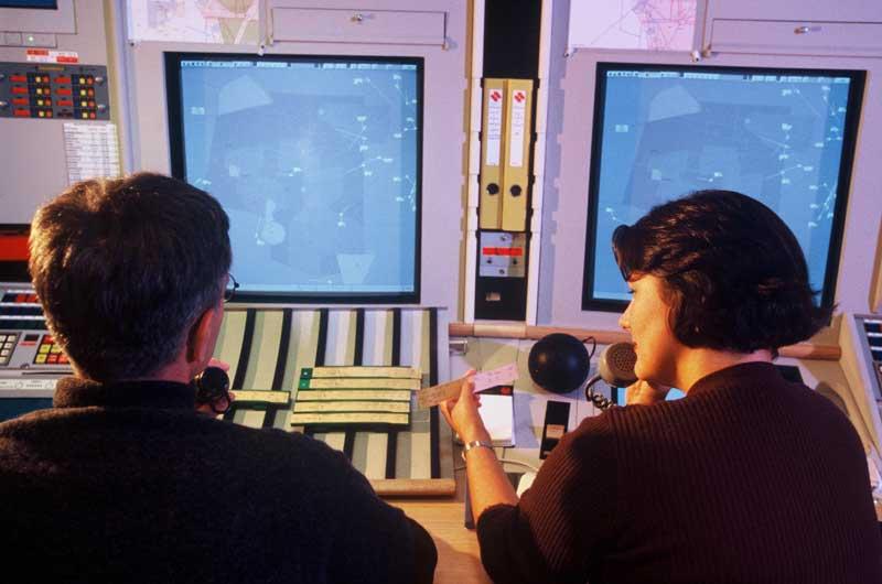 un radariste et un organique sur un secteur de contrôle