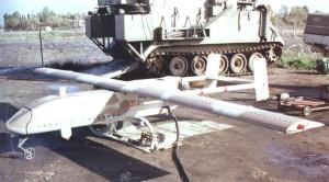 Ce drone se révéla bien utile aux Israëliens pour lutter contre la menace des missiles SAM syriens lorsdes affrontements au dessus de la Bekaa.